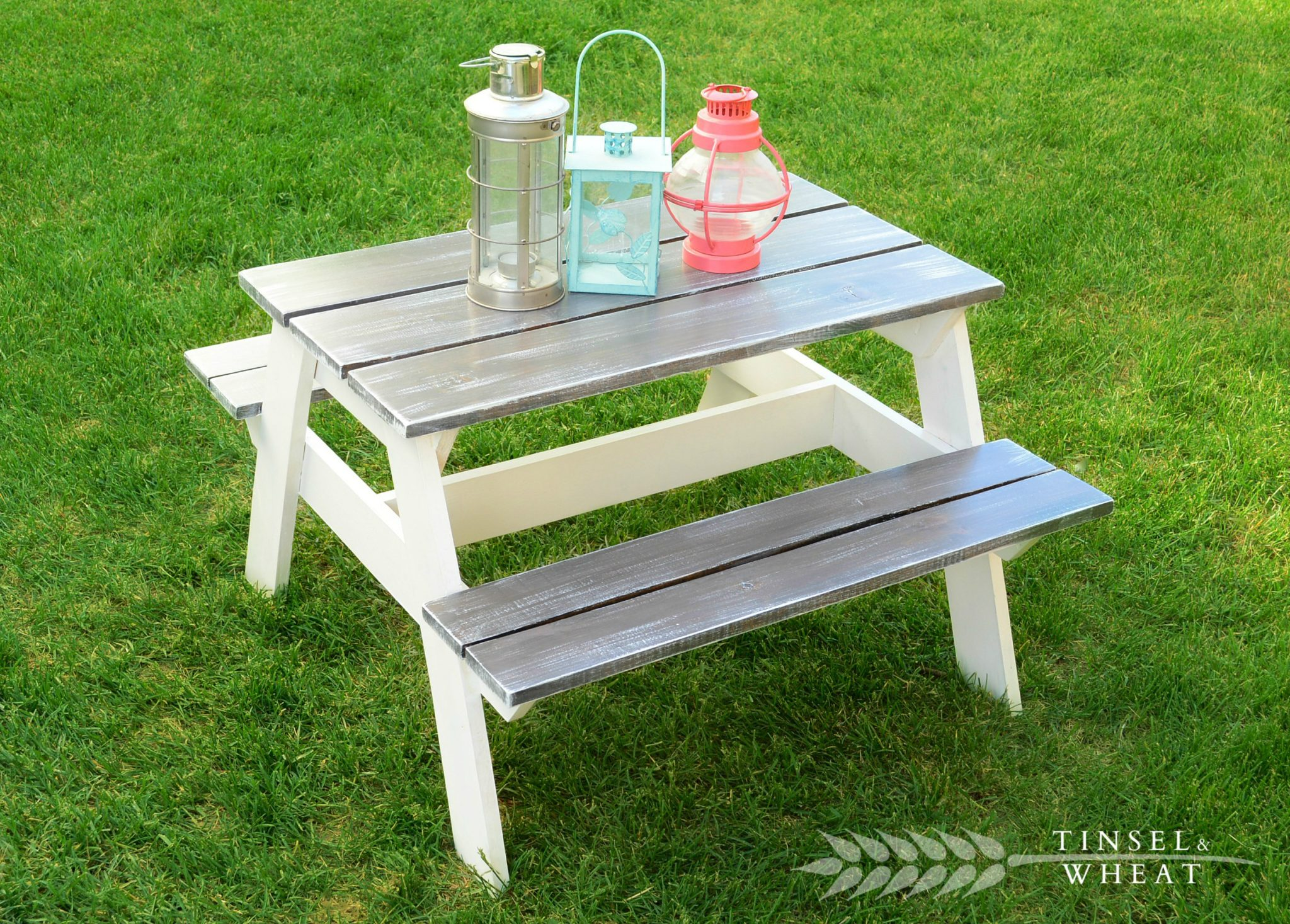 Diy Kids Picnic Table With Lanterns On Top